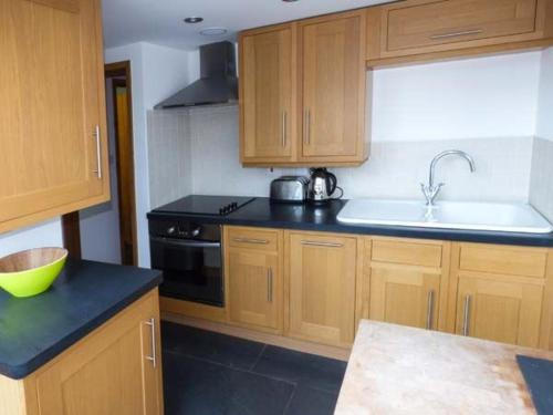A kitchen or kitchenette at Y Stabal, Blaenau Ffestiniog