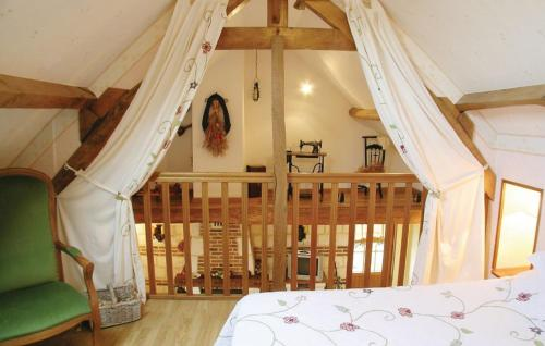 A bed or beds in a room at la roseraie