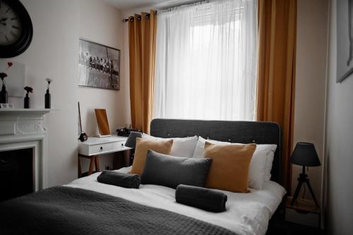 Ein Bett oder Betten in einem Zimmer der Unterkunft Central Located One Bedroom Apt