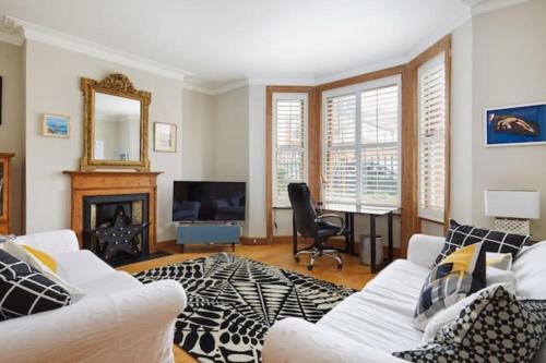 Superb Chiswick 3 Bedroom Apartment