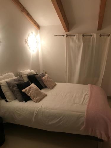Ein Bett oder Betten in einem Zimmer der Unterkunft mon appart