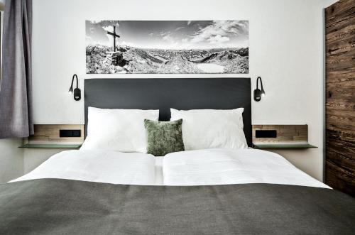 A bed or beds in a room at Appart-Pension Schnöll