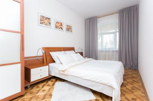 A bed or beds in a room at Апартаменты в центре Минска