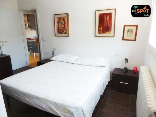 Een bed of bedden in een kamer bij Ca'Marcello 2000 Palace
