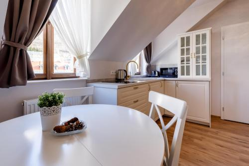 A kitchen or kitchenette at Apartments Menuet