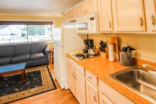 Virtuve vai virtuves aprīkojums naktsmītnē InnSeason Resorts Captain's Quarters, a VRI resort