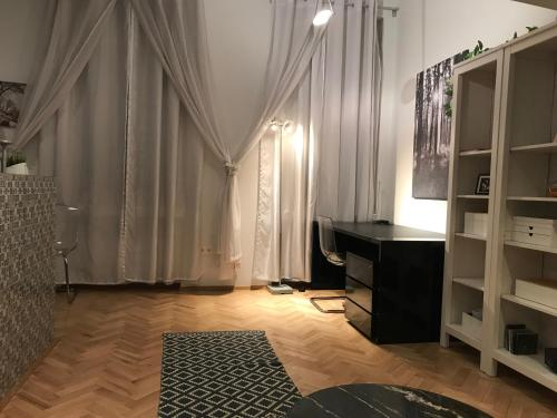 A bed or beds in a room at Elegant Apartment