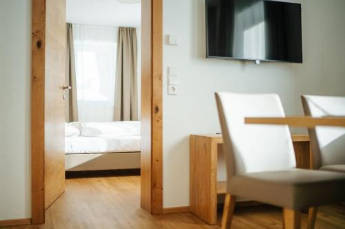 A bed or beds in a room at Apartmenthaus Strasswirt De Luxe