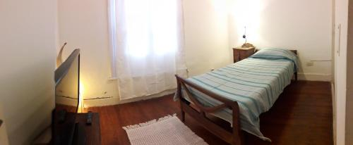 A bed or beds in a room at Navarro relax, Agronomia