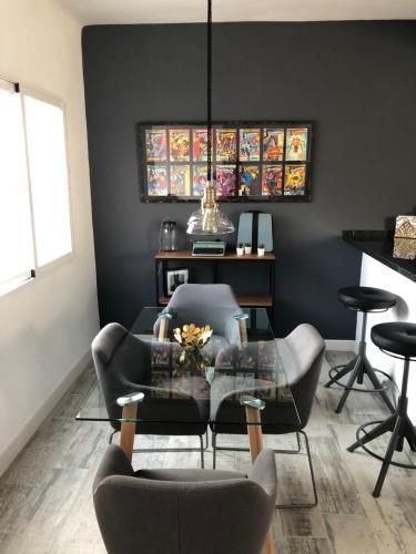 Zona de estar de Audra's Apartment- Wssell de Guimbarda