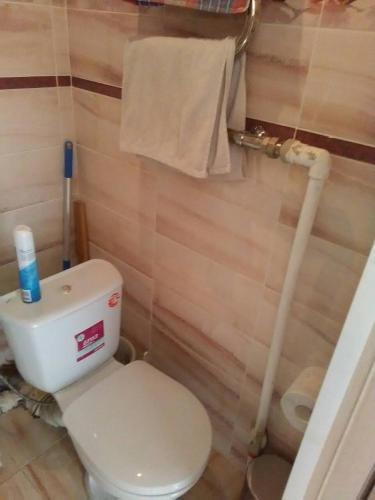 A bathroom at 1-комнатная квартира на Белинского