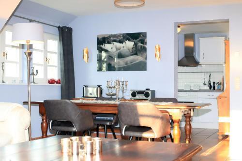 A kitchen or kitchenette at Ferienwohnung im Blauen Haus