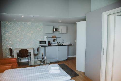 A kitchen or kitchenette at KH Apartments Center