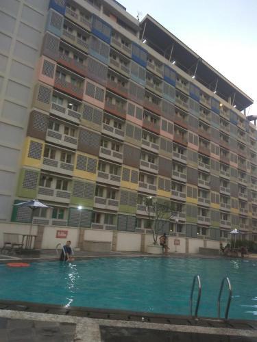 The swimming pool at or near KEN Apartmen Margonda Residence 2