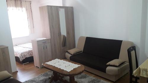 A seating area at Renome apartmani