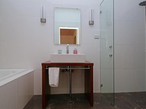 A bathroom at Meissen Country Estate Villa Equestrian