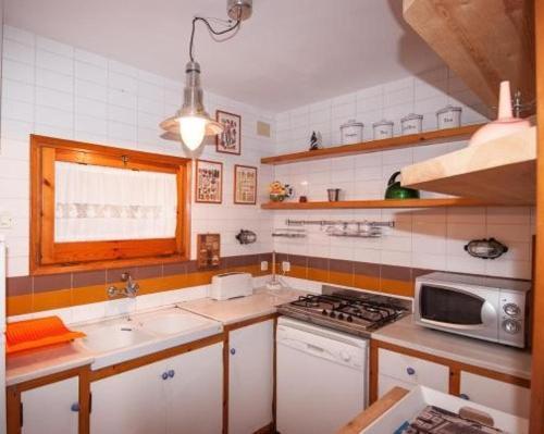 """Sa Tuna """"Casas CE MA"""" tesisinde mutfak veya mini mutfak"""
