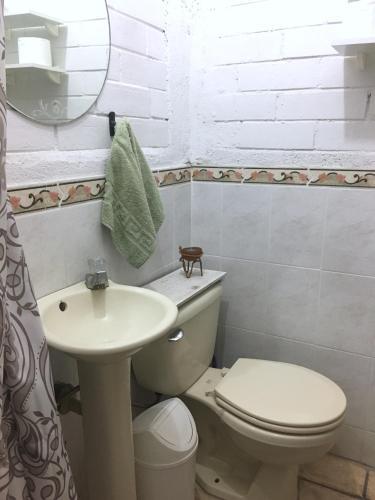 A bathroom at BohemioAzul