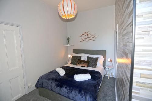 A bed or beds in a room at Nunthorpe Road Apartment
