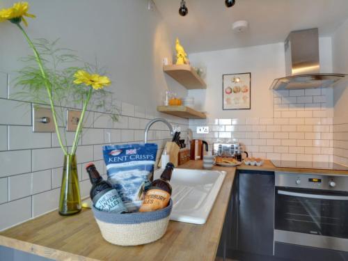 A kitchen or kitchenette at Apartment Canterbury Apartment