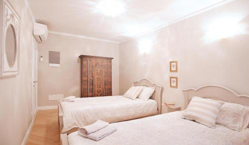 A bed or beds in a room at Boutique Apartments Verona