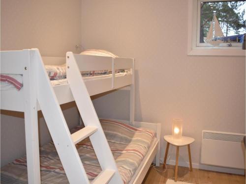 Våningssäng eller våningssängar i ett rum på Three-Bedroom Holiday Home in Sankt Anna
