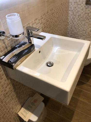 Ett badrum på Aurora Sirmione Appartamenti