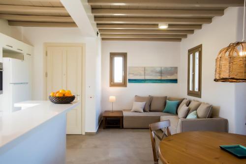 Ein Sitzbereich in der Unterkunft Mykonos Vacation Villa