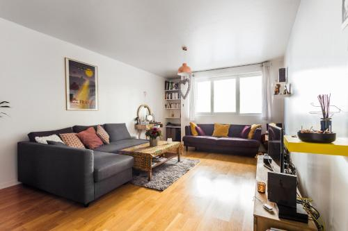 A seating area at Charming 1 bedroom - Buttes Chaumont