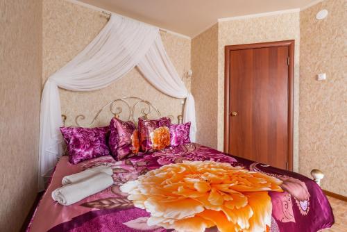 Кровать или кровати в номере Апартаменты на Революционной 13 А