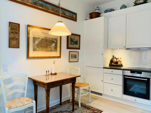 A kitchen or kitchenette at Best Stay Copenhagen - Nyhavn
