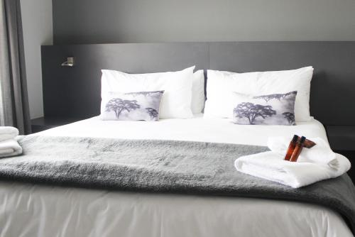 A bed or beds in a room at Atlantic Apartments 2