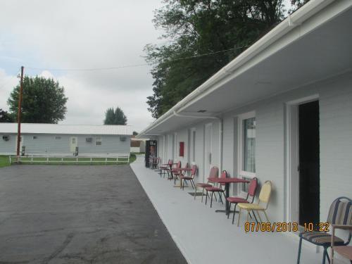 Great Lakes Motel