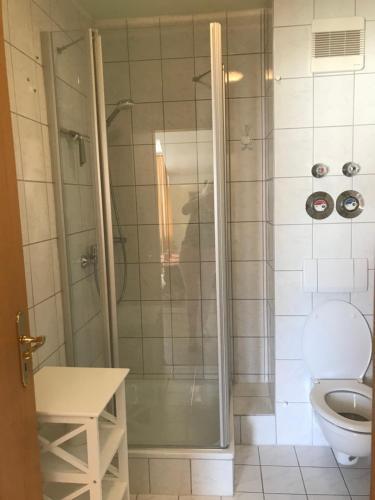 A bathroom at Ferienresidenz Am weißen Regen