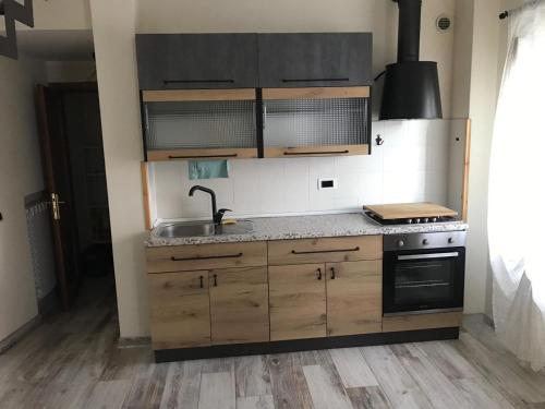 A kitchen or kitchenette at A ca di Elisa&Pietro