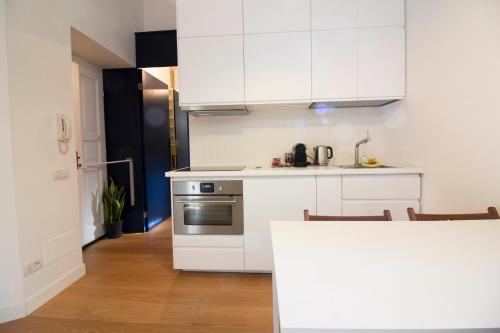 A kitchen or kitchenette at Sant'Andrea cozy apartment