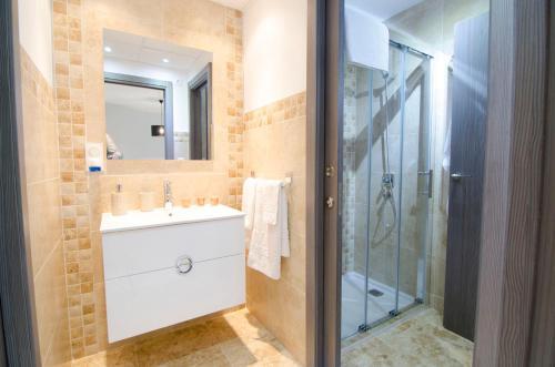 A bathroom at Mar de Pulpi Las Azucenas Mar Holidays