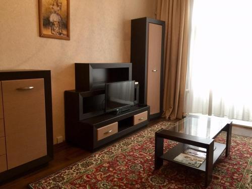 Uma televisão e/ou sistema de entretenimento em Apartment in the city center