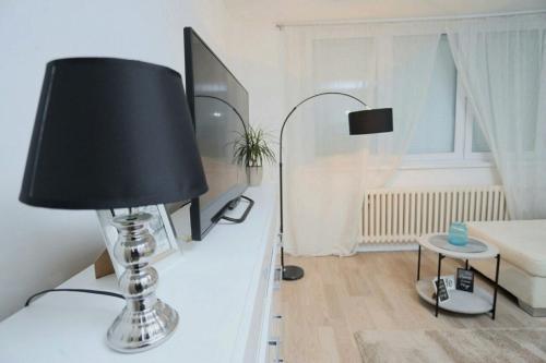 Una televisión o centro de entretenimiento en Apartman City Lux
