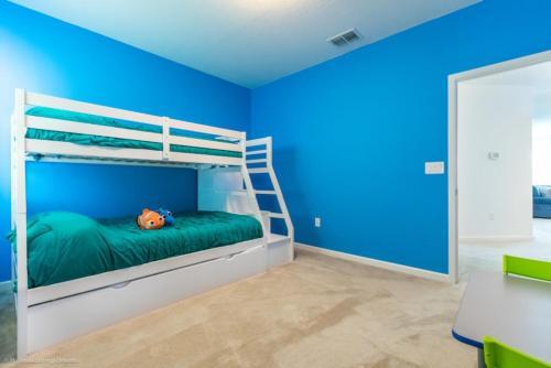 Uma ou mais camas em beliche num quarto em Imagine You and Your Family Renting this 5 Star Villa on Bella Vida Resort, Orlando Villas 2731