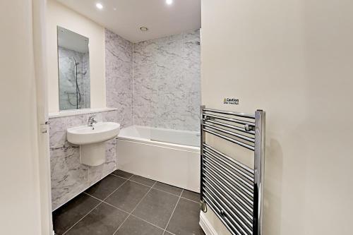 A bathroom at Flexi-Lets@Wallis Square, Farnborough