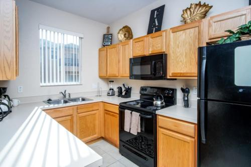 A kitchen or kitchenette at Loyalty Vacation Homes - Kissimmee