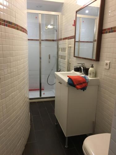 A bathroom at Studio Saint Sulpice