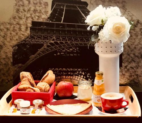 Breakfast options available to guests at Résidence & Spa Le Prince Régent