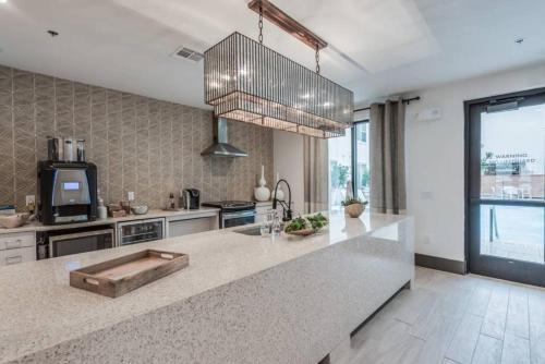A kitchen or kitchenette at ResortStyle Luxurious Furnished ApartmentM23