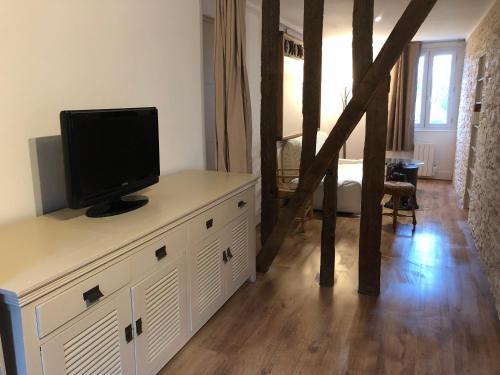 Télévision ou salle de divertissement dans l'établissement Gite ancien relais de saint jacques