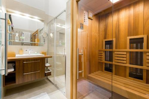 A bathroom at Levendula Apartment