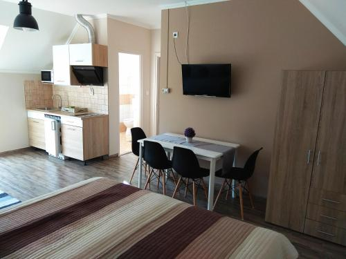 A television and/or entertainment centre at Álom Apartman