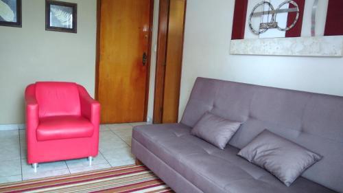 A seating area at Apartamento na Praia Grande
