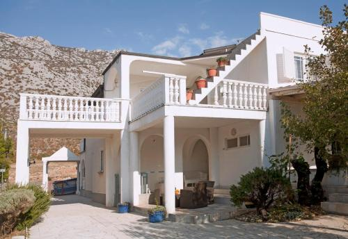 Apartment Christensen Kroatien Cesarica Booking Com